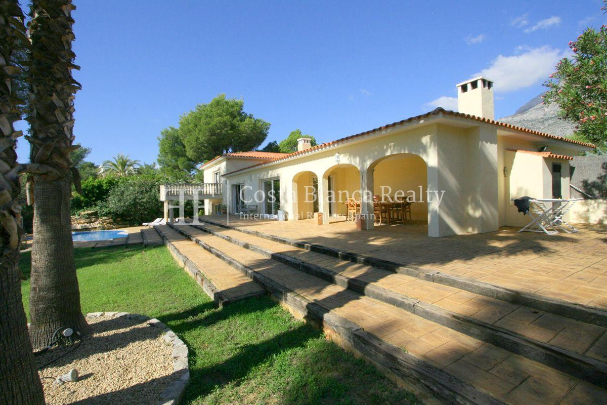 Wonderful Villa at the Sierra de Altea built on a large plot with sea view - 2 - CHFi556