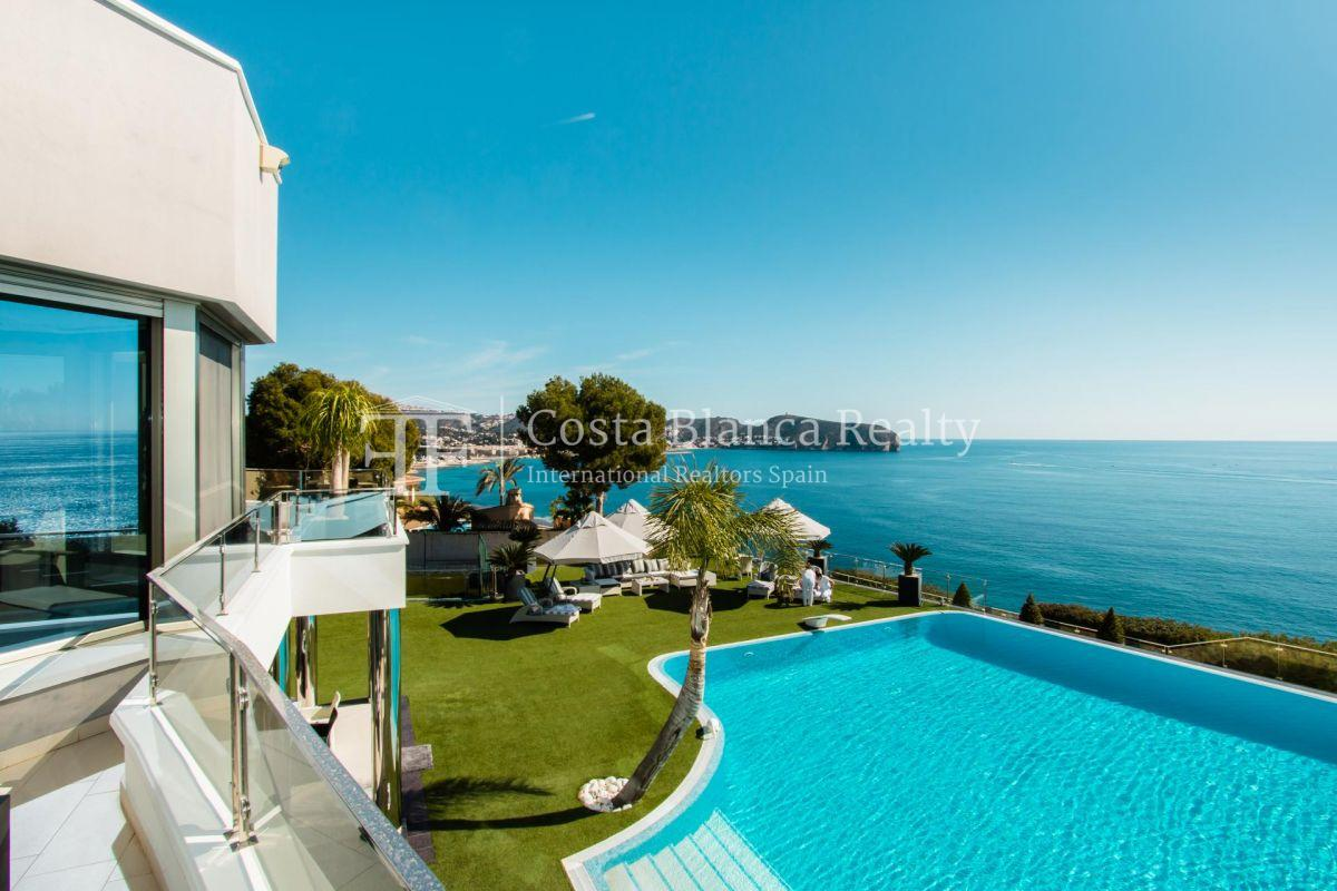 Modern luxury villa in first sea line with panoramic sea views - 18 - CHFi352