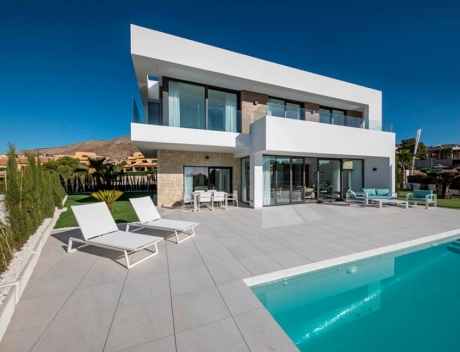 New build villa in new residential complex in Sierra Cortina, Finestrat