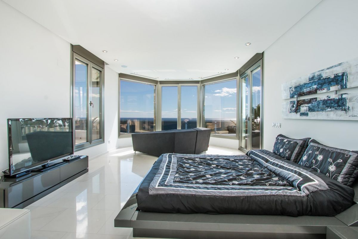 Modern luxury villa in first sea line with panoramic sea views - 22 - CHFi352