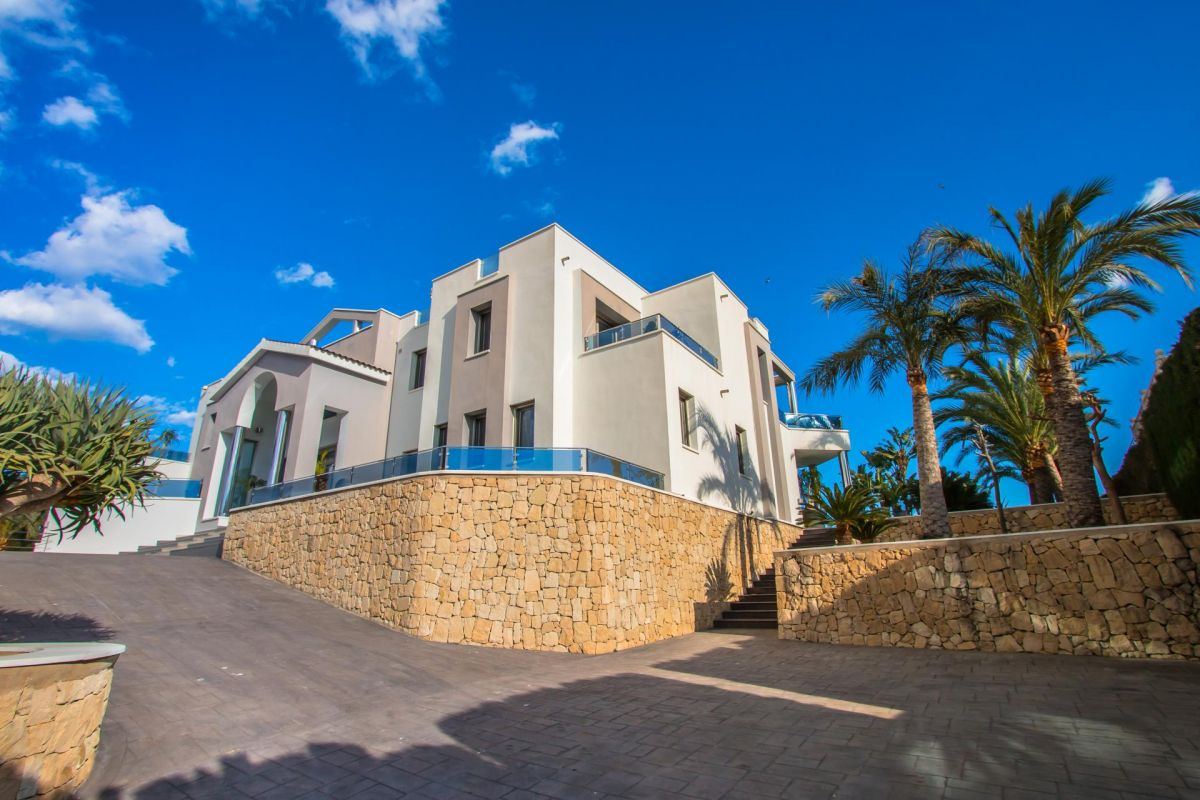 Modern luxury villa in first sea line with panoramic sea views - 4 - CHFi352