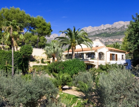 Mediterranean house on a large plot with wonderful sea views