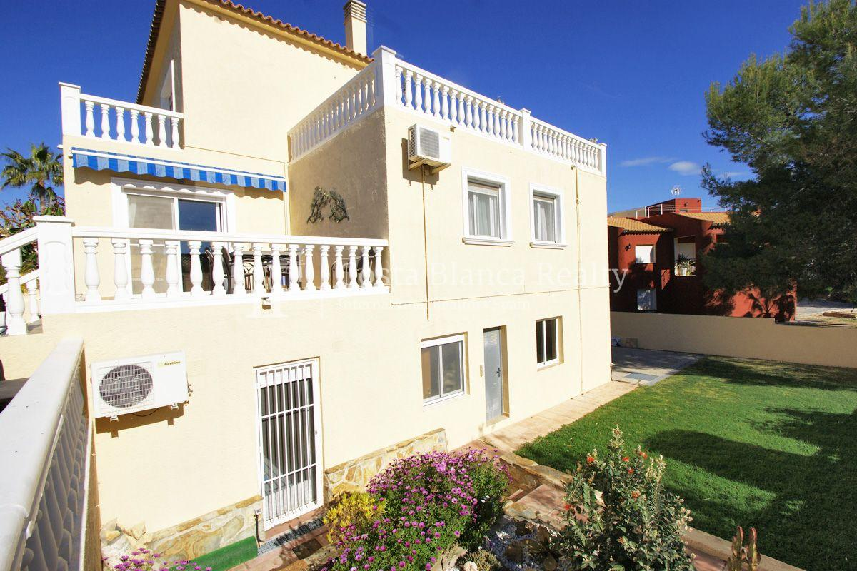 Large house in very good condition with partial sea view for sale in Bello Horizonte, La Nucia - 35 - FPAS104