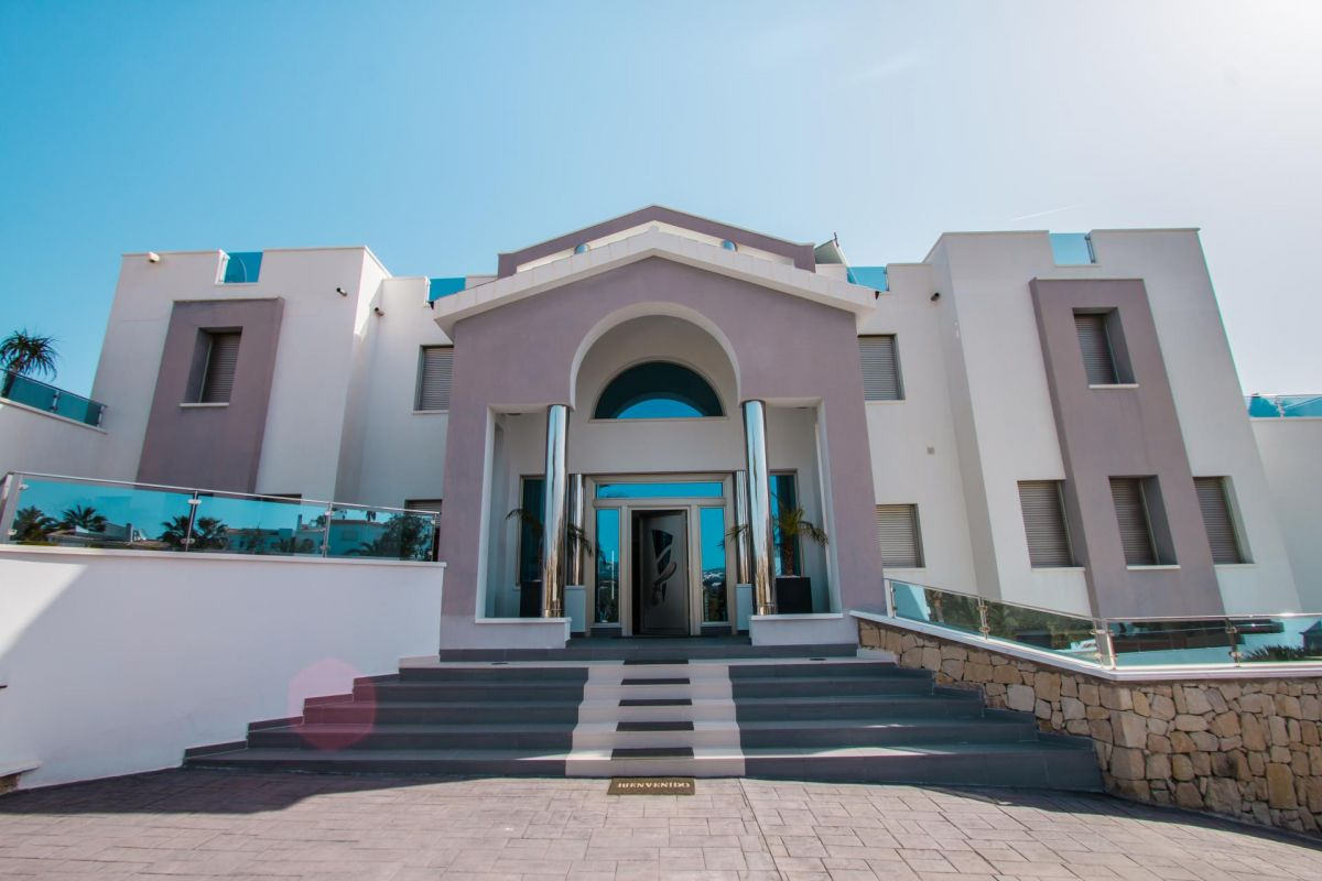 Modern luxury villa in first sea line with panoramic sea views - 5 - CHFi352