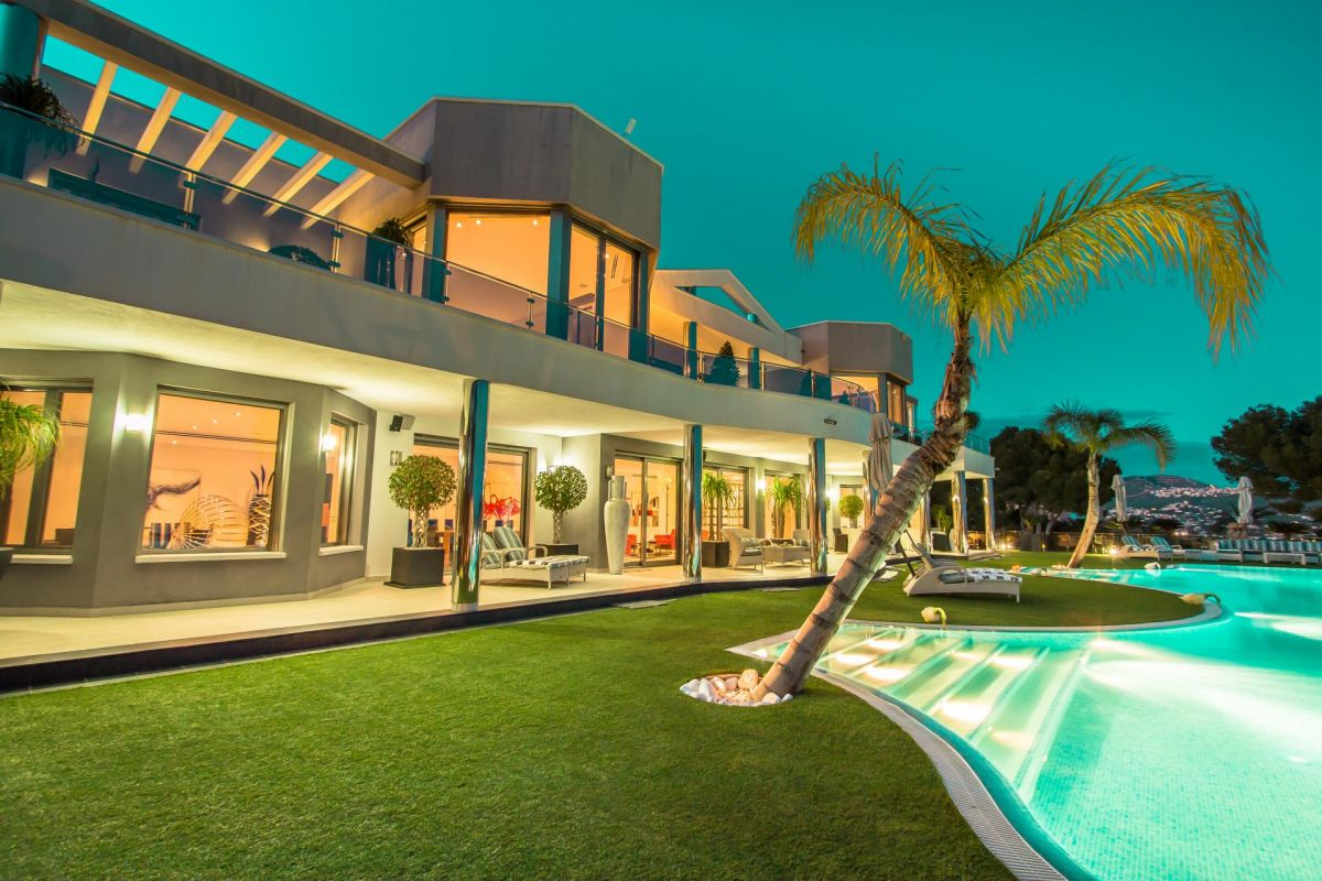 Modern luxury villa in first sea line with panoramic sea views - 31 - CHFi352