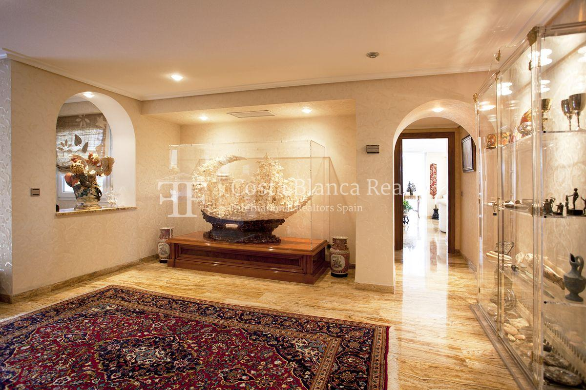 First line villa for sale Alicante, Area of