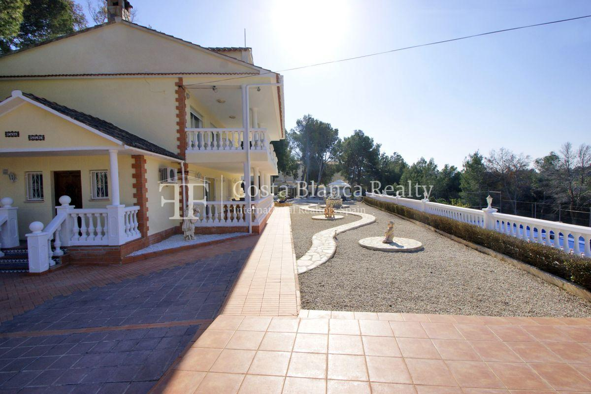 Large house with two apartments on a very big plot - 42 - CHFi794