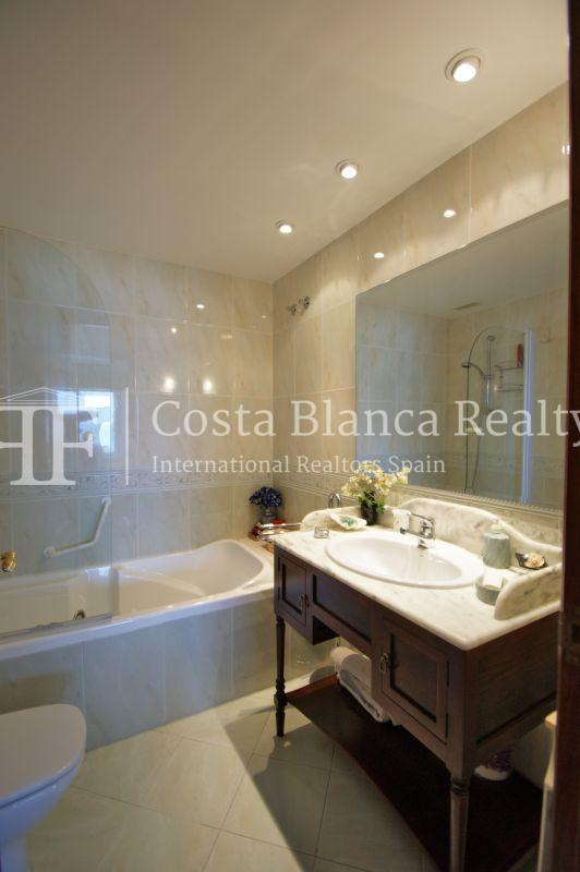 First sea line apartment with stunning sea views, Altea center - 18 - ASOL105