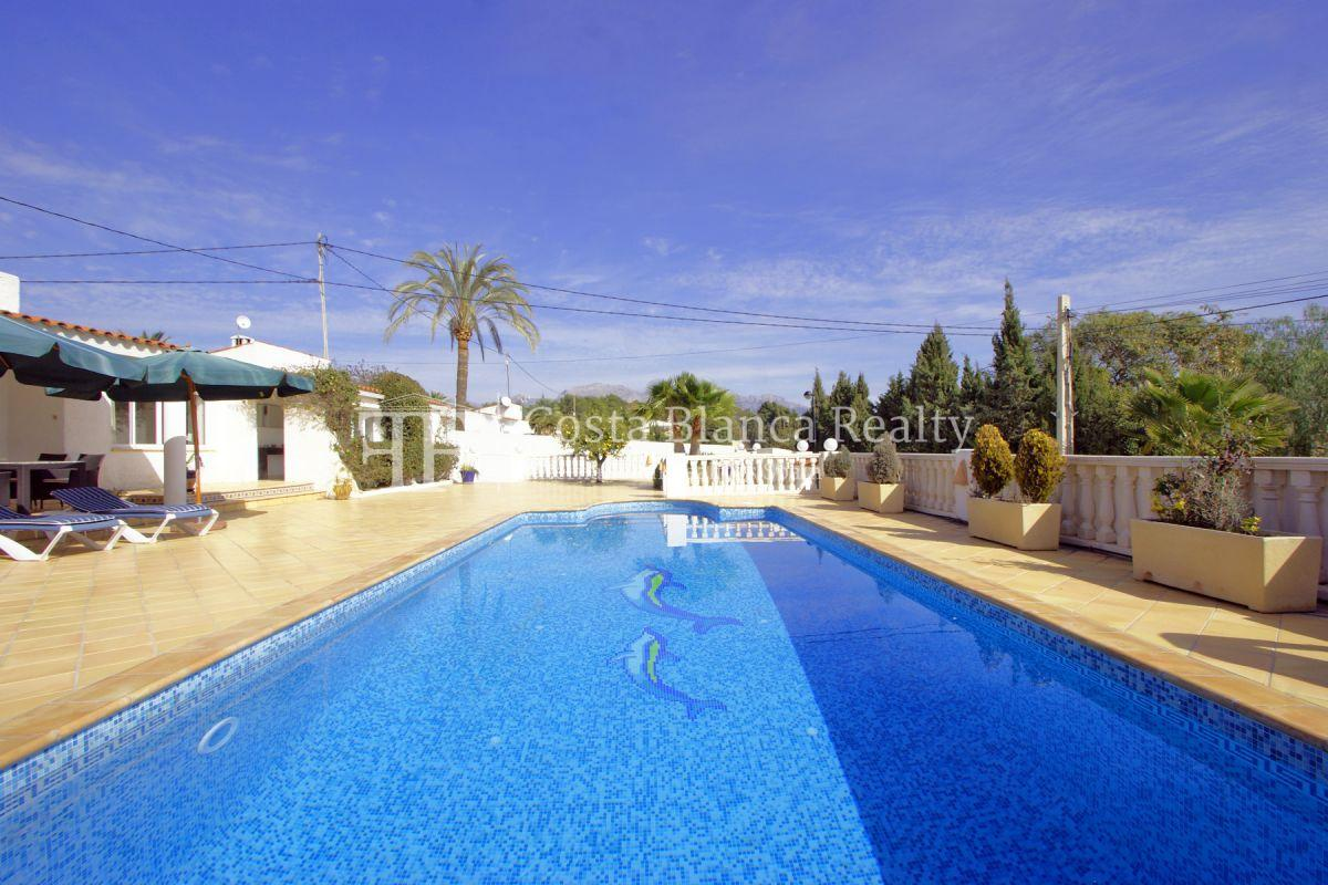 Nice one level House / Villa for sale in Alfaz del Pi at the Costa Blanca, Alicante, Spain with partly sea view and big terraces - 2 - CHFi707
