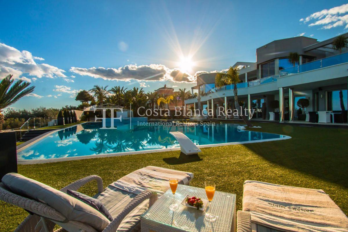 Modern luxury villa in first sea line with panoramic sea views - 33 - CHFi352