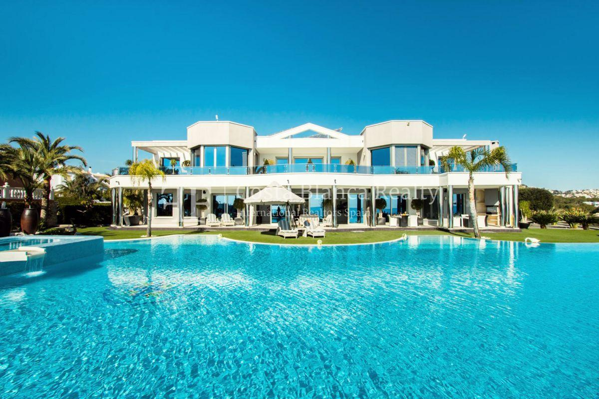Modern luxury villa in first sea line with panoramic sea views - 1 - CHFi352