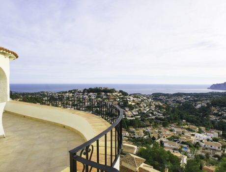 Villa for sale in Benissa with panoramic sea views on a large plot