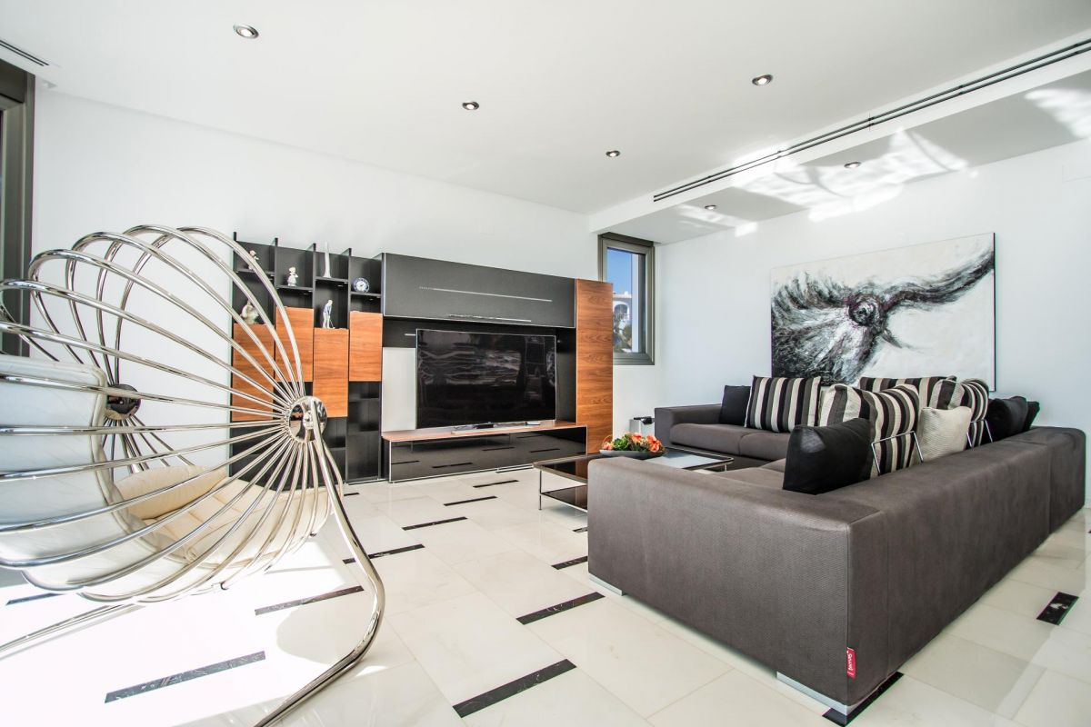 Modern luxury villa in first sea line with panoramic sea views - 9 - CHFi352